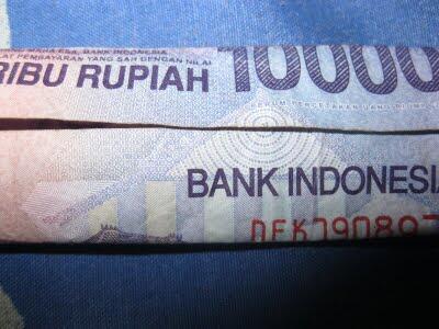 Keganjilan Yang Ada Pada Mata Uang 10.000 Rupiah