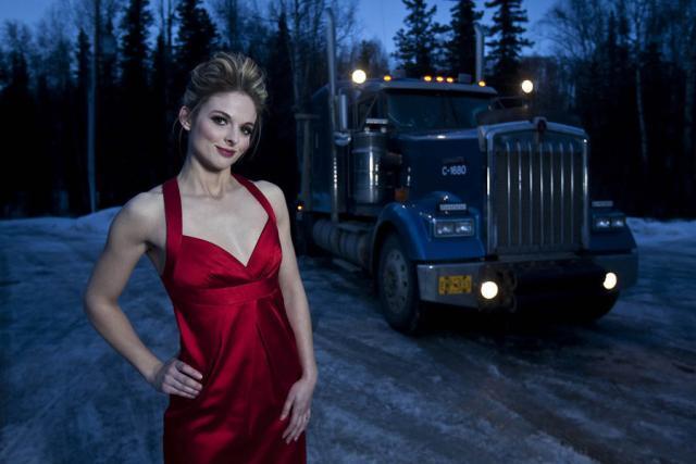 Lisa Kelly, Sopir Truck Wanita Cantik, Seksi dan Perkasa!!!