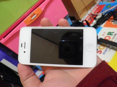 WTS> Iphone 4 32GB WHITE. Ex gr Resmi Ibox. fulset. OK