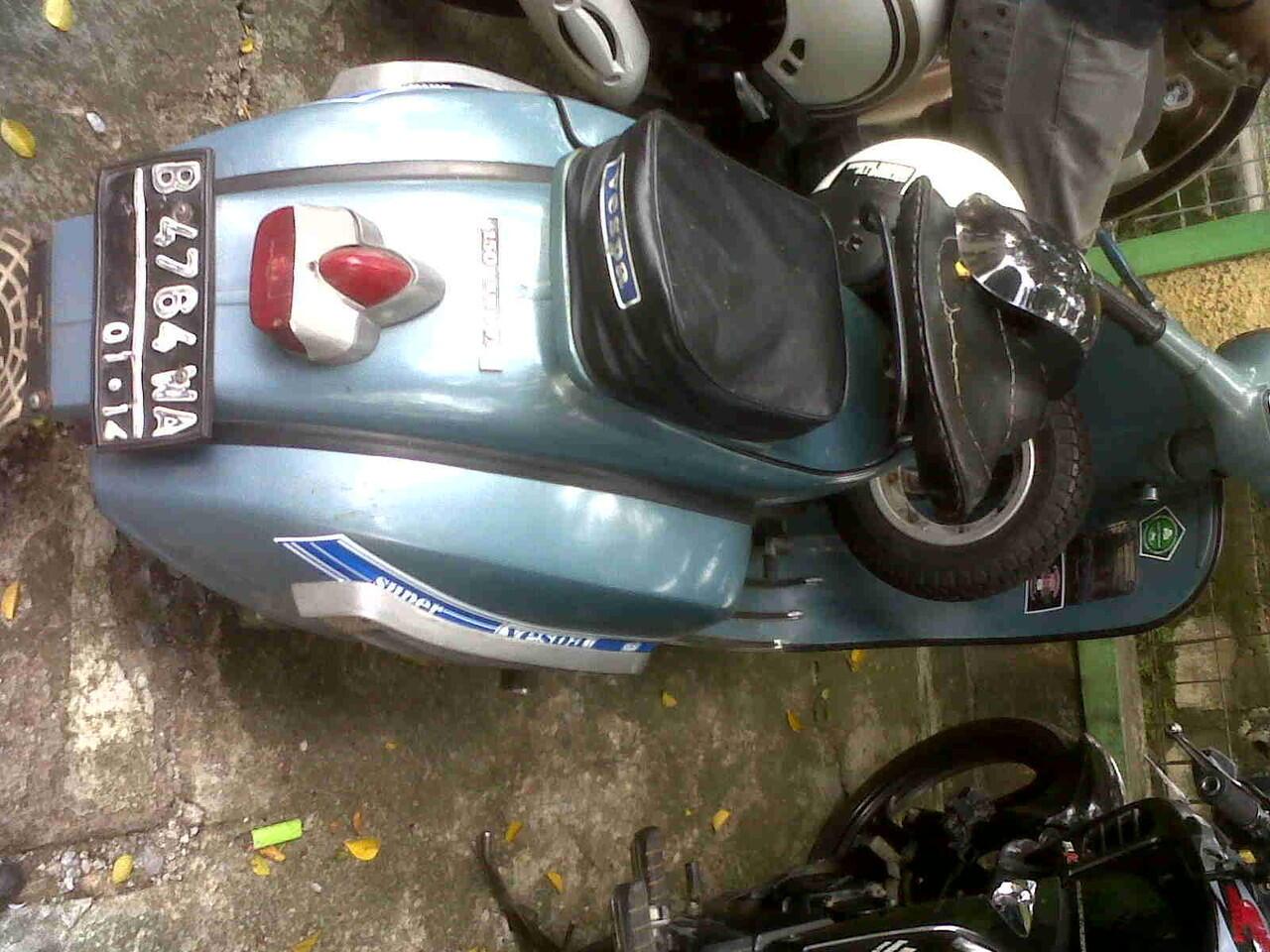 vespa super 1975 (biru) BU