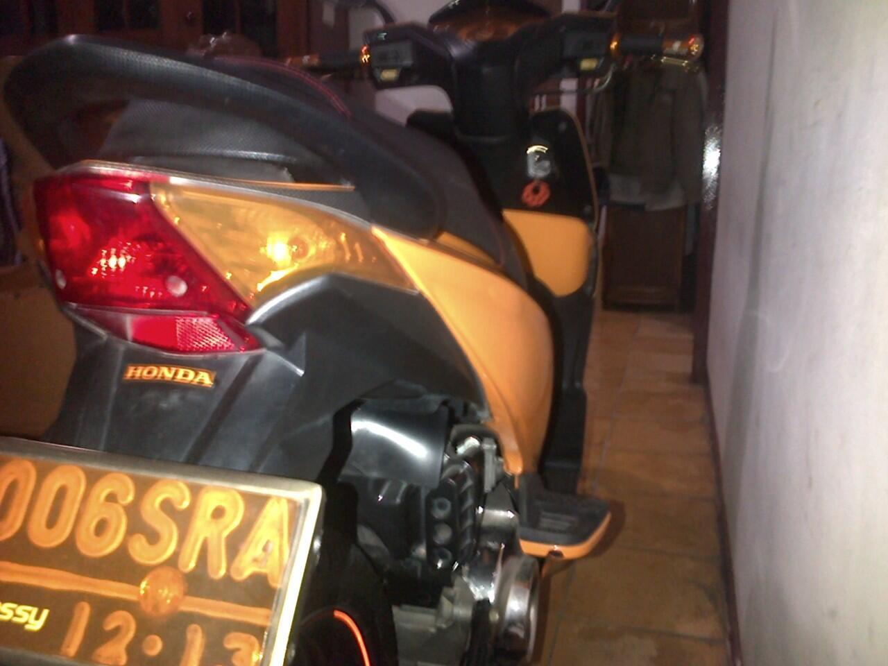 Jual Honda Beat Orange 2008