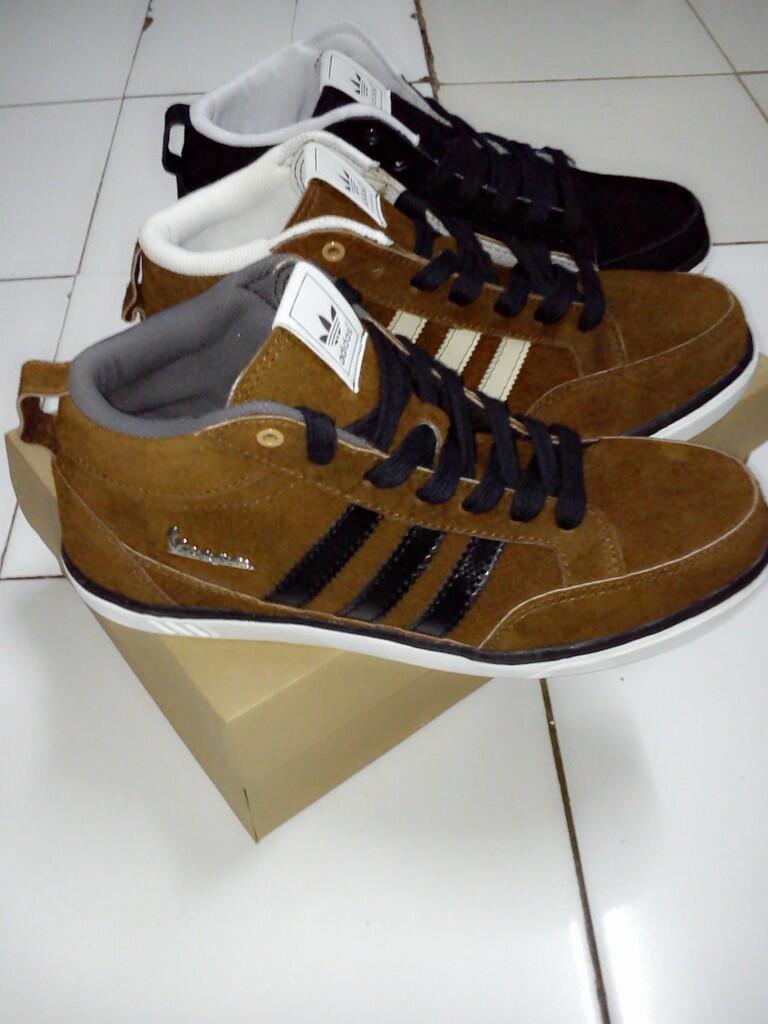 Terjual Sepatu Adidas Vespa (Thick Suede)  7ee8b14711