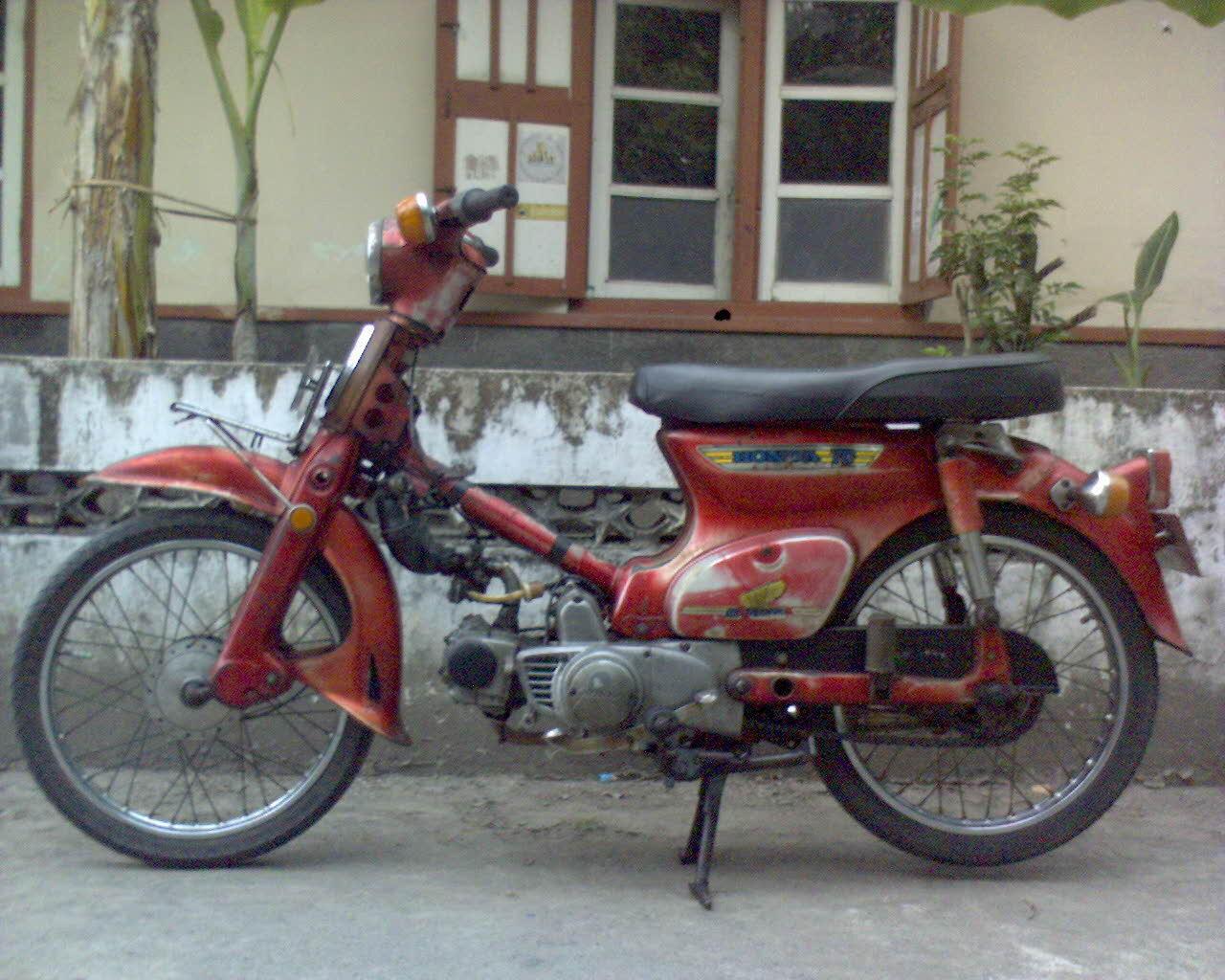 Honda C70 Pitung Merah Orisinil Plat AB Tahun 1979