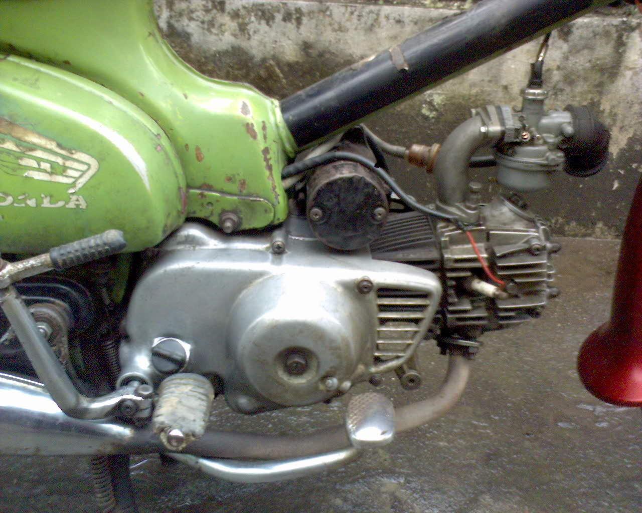 Honda C70 Pitung Hijau Bahan Plat AB Tahun 1977
