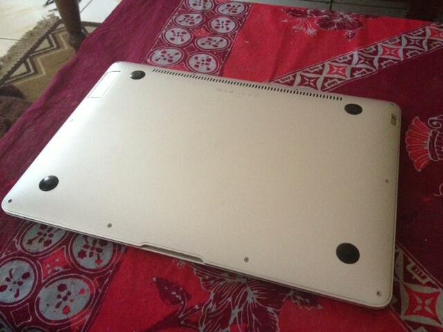 """WTS Macbook Air First Gen 13"""" core2duo MURAH"""