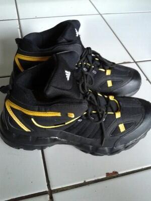 Terjual Sepatu Low Tracking ( Adidas Gore Tex ) Adidas Goretex  d73add041f