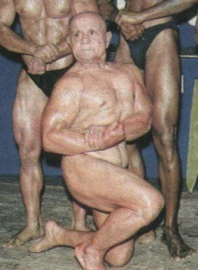 Kakek 100 tahun ini memiliki Otot yang besar