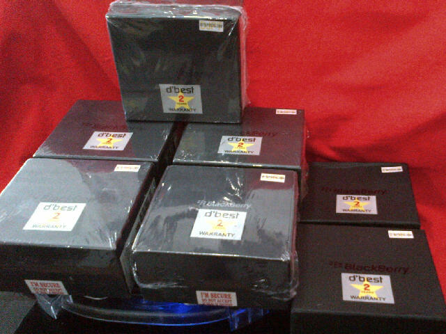 BLACKBERRY DAKOTA 9900 OS.7 Cam 5MP Touchscreen Black & White Baru Garansi 2 Tahun