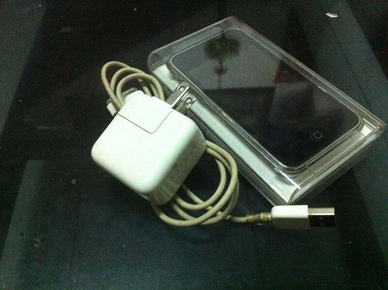 APPLE iPod Touch 2G 16Gb Lengkap