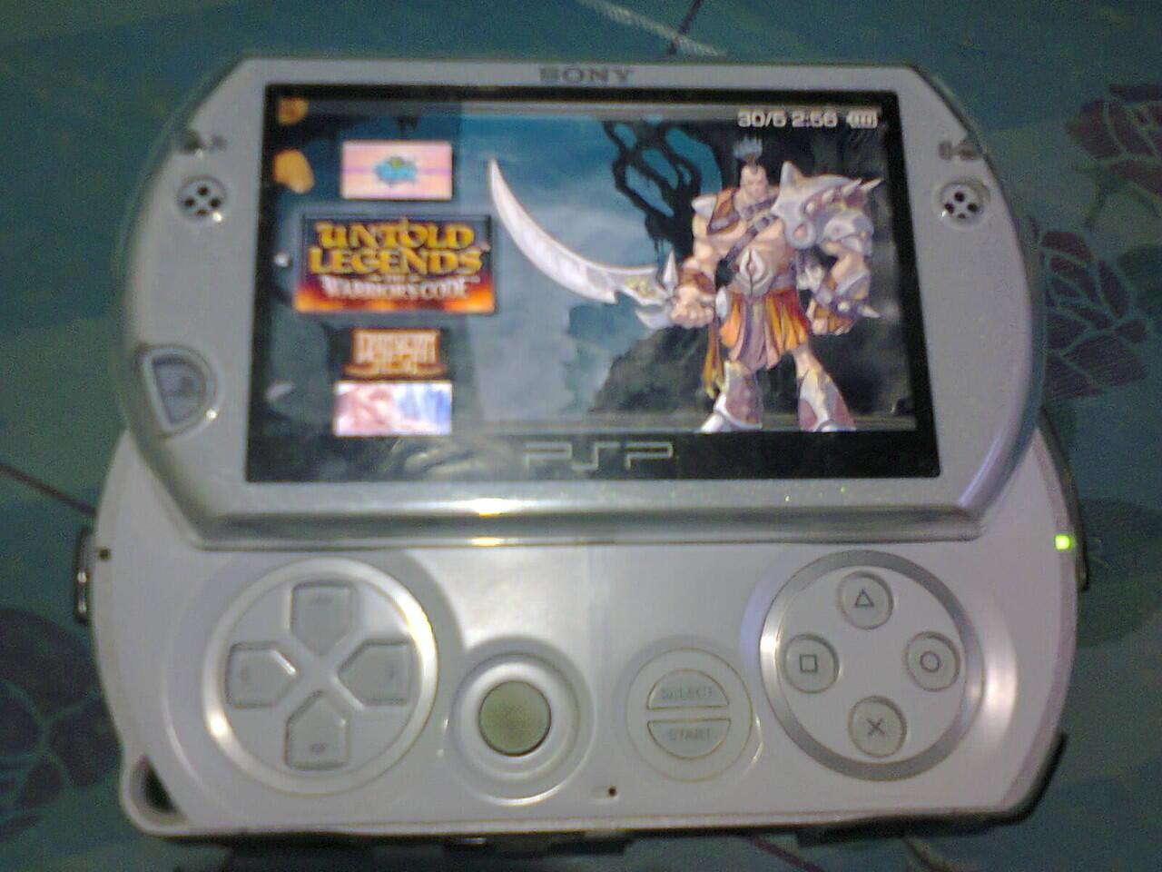 Jual PSP Go White Kondisi 95% Lengkap KALTIM