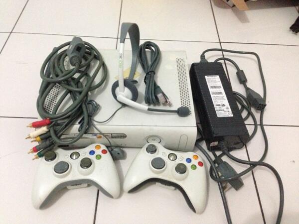 Xbox 360.. Unit rusak tapi kelengkapan okee