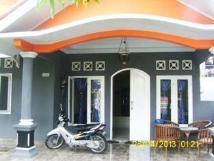 Rumah + kontrakan 7 pintu dijual di tanah baru depok Lt 1000 m2