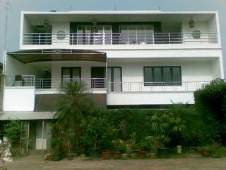 rumah di kompleks di Pondok Cabe masih bagus dan SHM