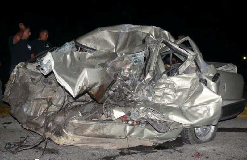 Turuck Vs Mobil Keluarga, satu keluarga tewas