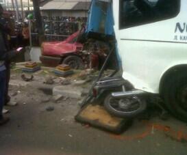 [MERGED]Kecelakaan di Semarang Jam 13:15 Tanggal 03 Mei 2013