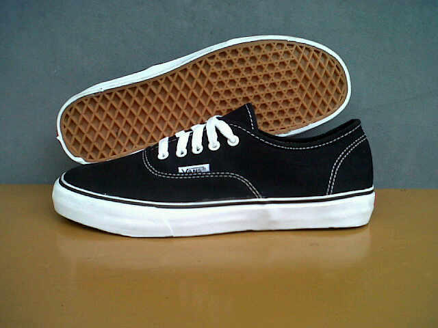 Terjual Sepatu VANS dc3a0fa6bf