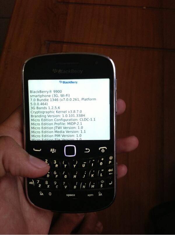 blackberry 9900 dakota + ipod touch 4 32 white barter/tt z10/iphone 5 malang