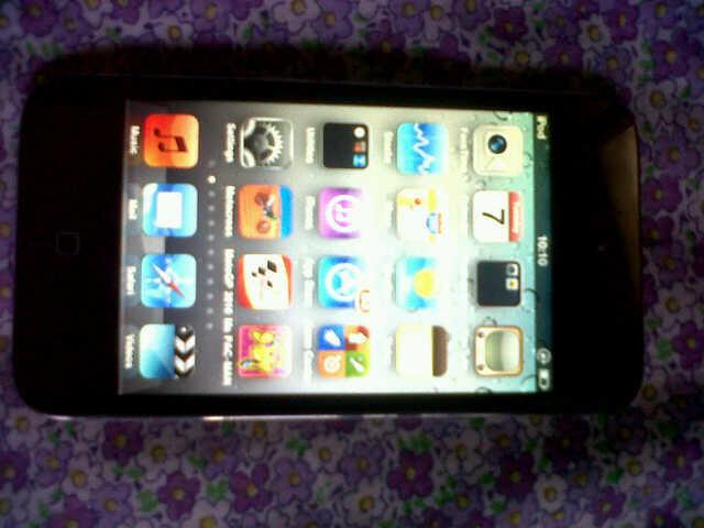 Jual CEPAT! iPod Touch 4th Gen 64 GB, mulus!
