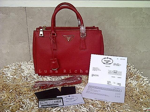 Terjual PRADA SAFFIANO LUX TOTE ORIGINAL LEATHER  9ecd5361b3