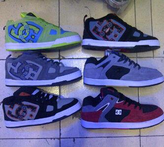 Terjual sepatu supra 098b464c00
