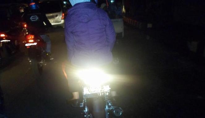 Hal sepele saat berkendara sepeda motor, namun dapat membahayakan diri dan orang lain