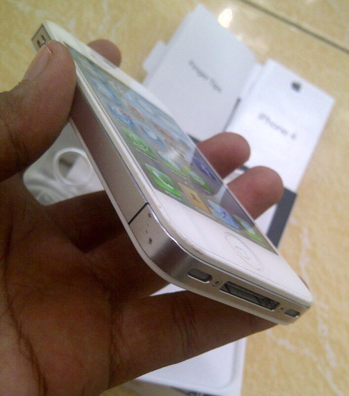 iphone 4 white 32GB CDMA Surabaya