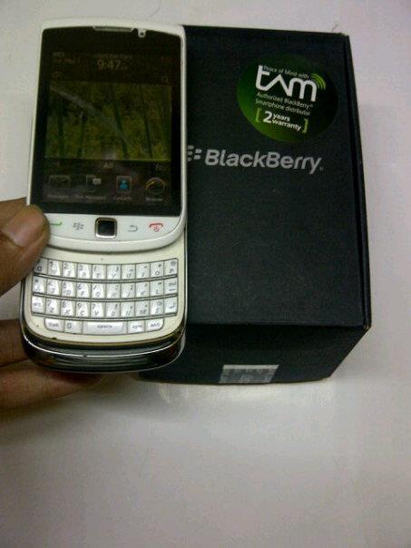 Blackberry 9800 Torch1 white exs grsTam normal istemawa