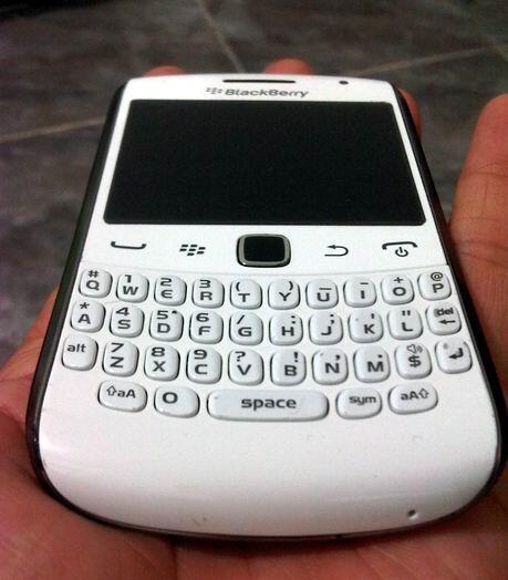 Blackberry 9360 Apollo White masih Garansi 16 Bulan Murahhh