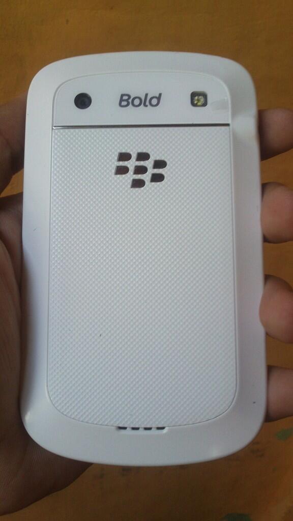 blackberry 9900 a.k dakota white