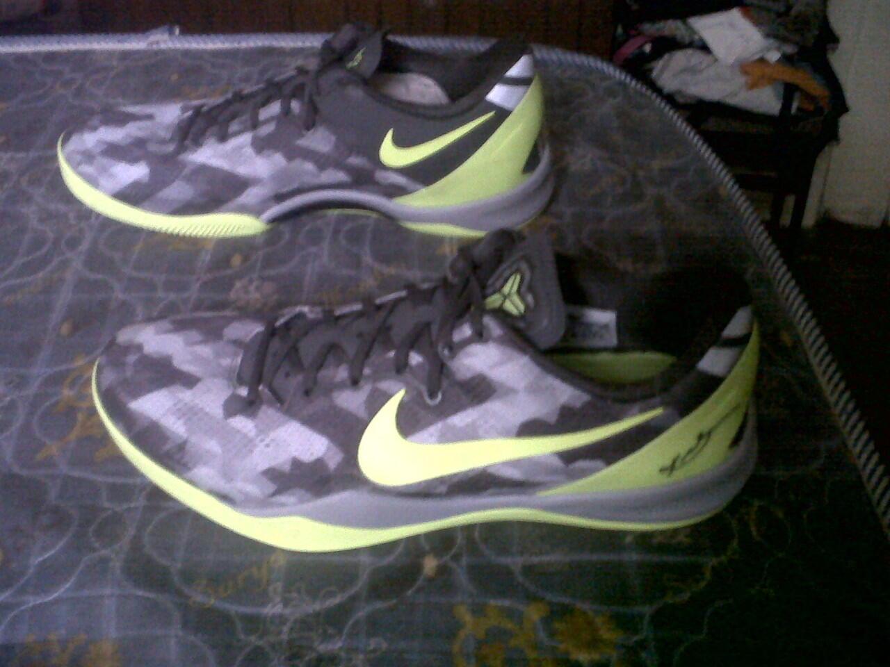 Terjual wts Nike Kobe 8 system Grey volt (original) size 47  6087d16ec7