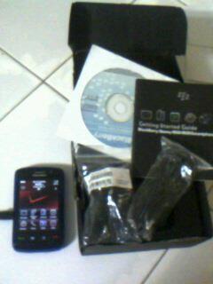 Dijual Blackberry Storm 2 9550 3G FullSet Batere 2800mAh