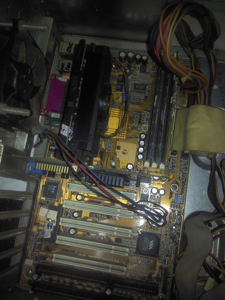 cpu P3-600E dan Cpu intel atom generasi pertama - Solo