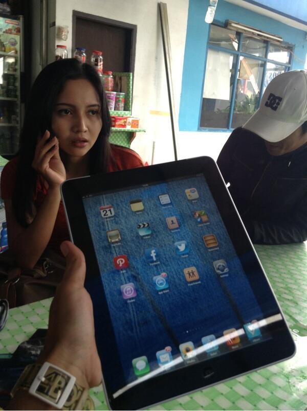 JUAL IPAD 1 3G + wifi 64GB BANDUNG