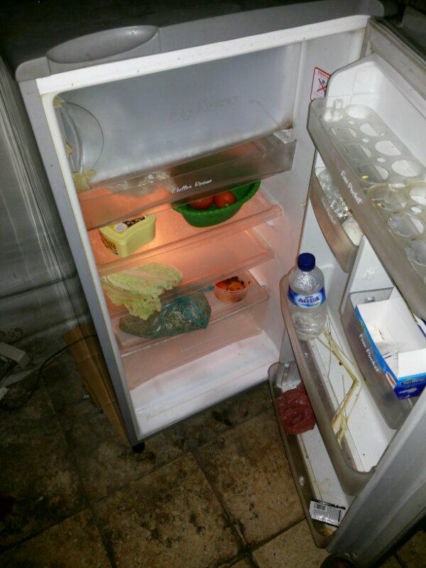kulkas / lemari es pendingin 1 pintu merek sanyo surabaya