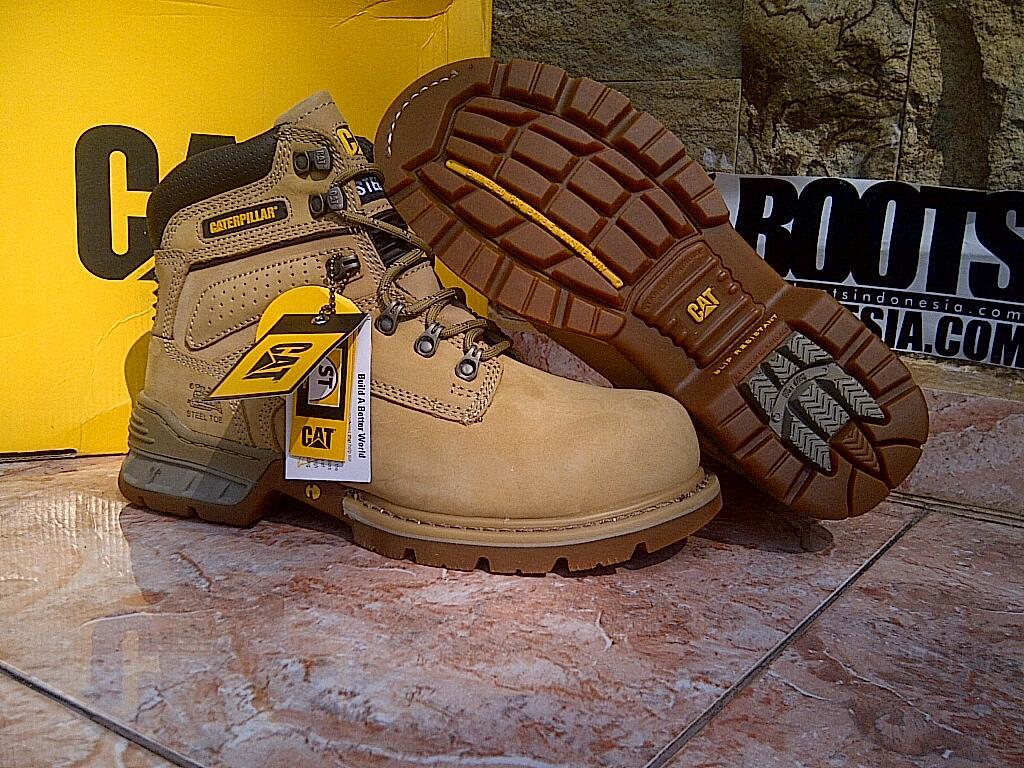 Terjual Caterpillar Shoes Original Sepatu Low Boots Suede