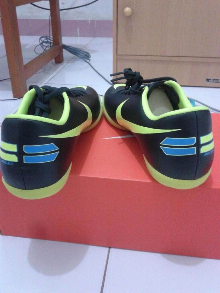 Sepatu Futsal Nike Mercurial Victory III IC / Black / 41 / Made Vietnam