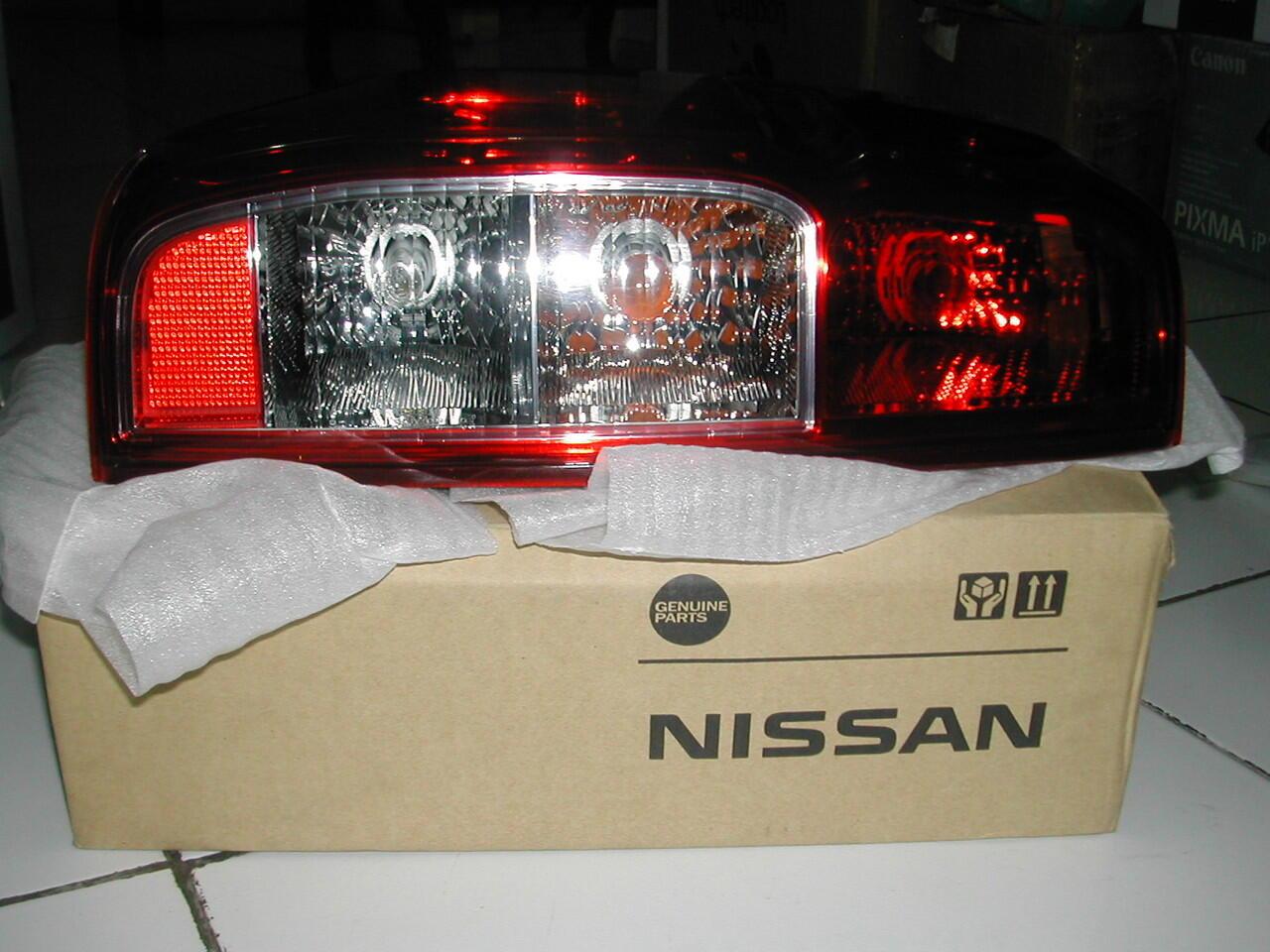 Tail Lamp Left (L) & Mud guard front lamp (FL) NISSAN NAVARA BANDUNG