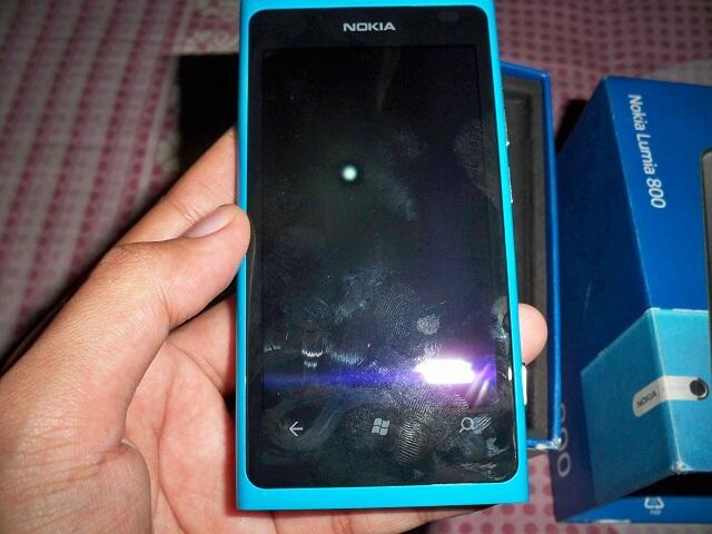 Nokia LUMIA 800 MULUS LIKE NEW BU WP7.8 Rasa Windows 8 Balikpapan 1.8 NETT
