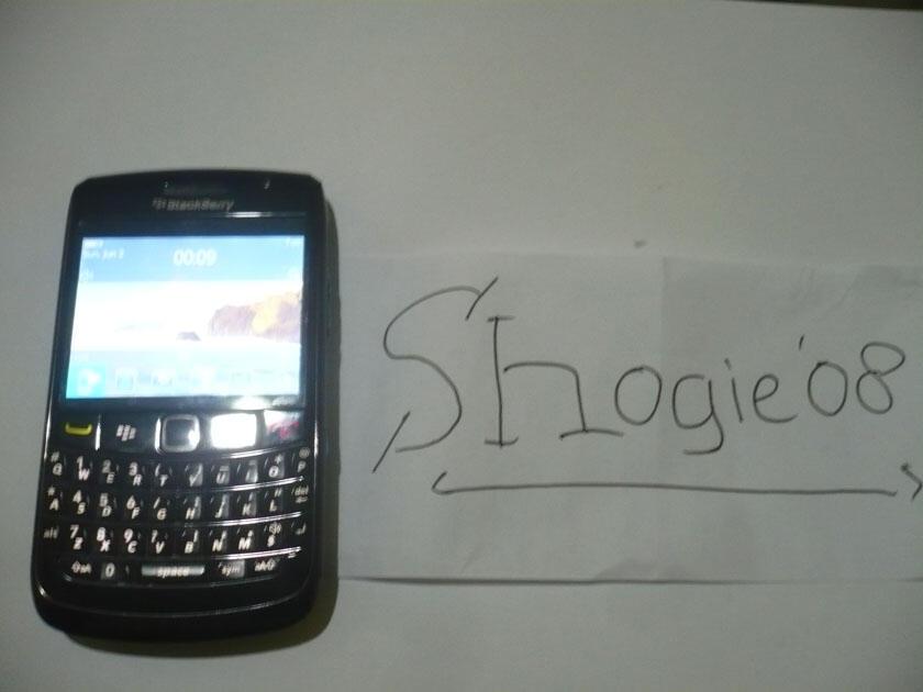 Blackberry ONYX II 9780 Hitam (Habiskan Stock)