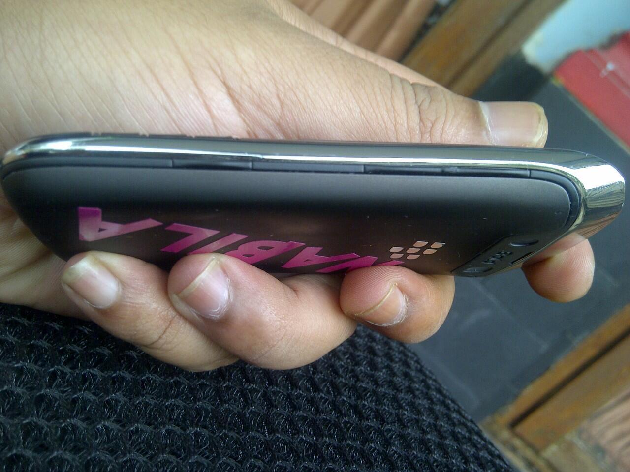 JUAL BLACKBERRY BELLAGIO 9790 BLACK Buka iphone,samsung,android