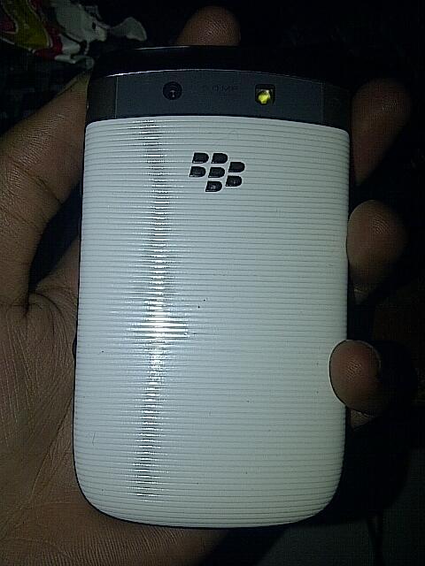 wts blackberry torch 9800 white mulus banget TAM bandung