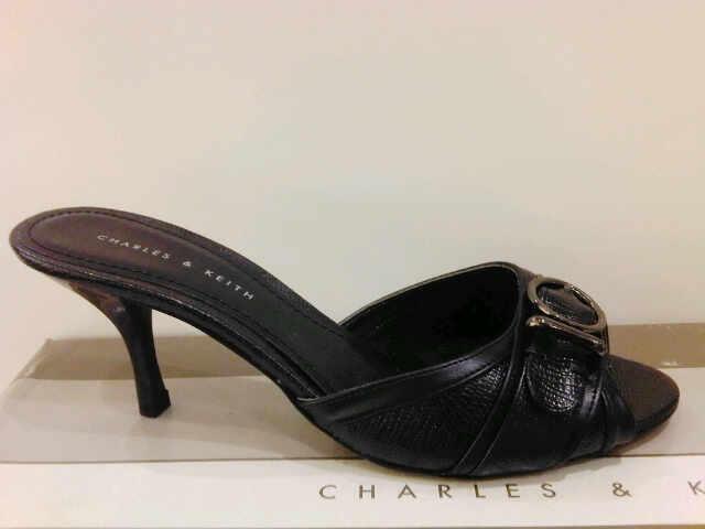 Terjual Sepatu   Tas Charles   Keith a94b6ee4c8