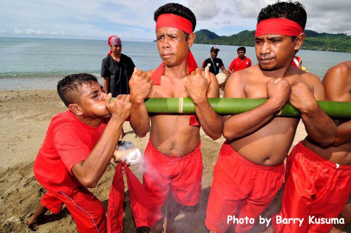 Atraksi Bambu Gila di Maluku.