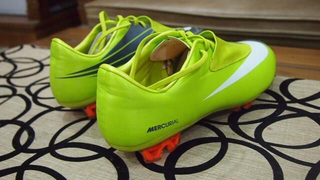 Terjual Sepatu Bola Mercurial Vapor e9cc923702