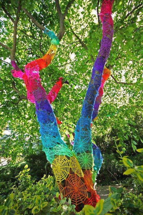 [Woow] Yarn Bombing, Seni Jalanan dengan Menggunakan Rajutan