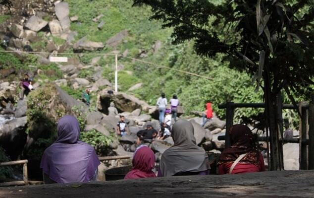 Turun Naik 1.250 Anak Tangga, Demi Air Terjun Keren di Solo