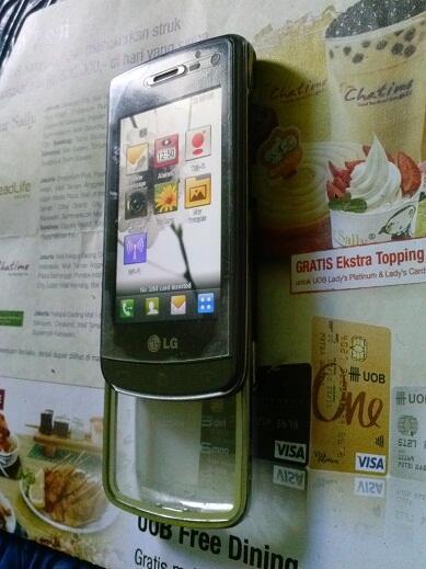 LG GD900 Crystal (hp transparan) = 1 aj mau?