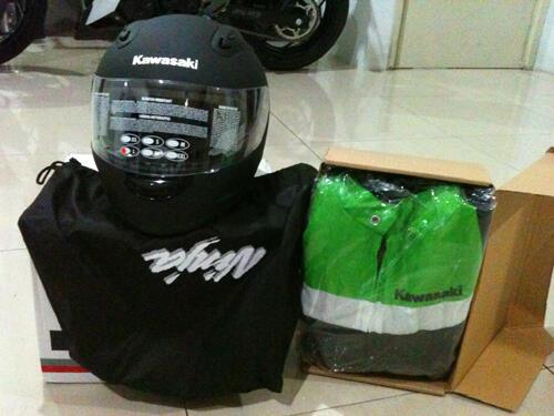 JUAL helm orisinil Ninja 250 n jacket BNIB NEW