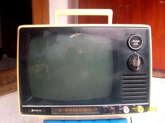 Terjual Tv Antik Jadul Hitam Putih Sanyo Kondisi Nyala Bandung Kaskus