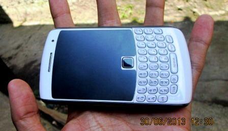 WTS BlackBerry Apollo white mulus,murah prefer COD Bandung